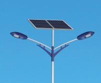 自弯臂太阳能路灯厂家价格表是由什么决定的?