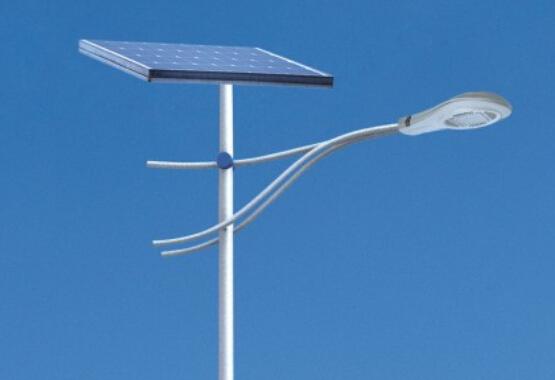 太阳能路灯厂家的选择要考虑四大要素