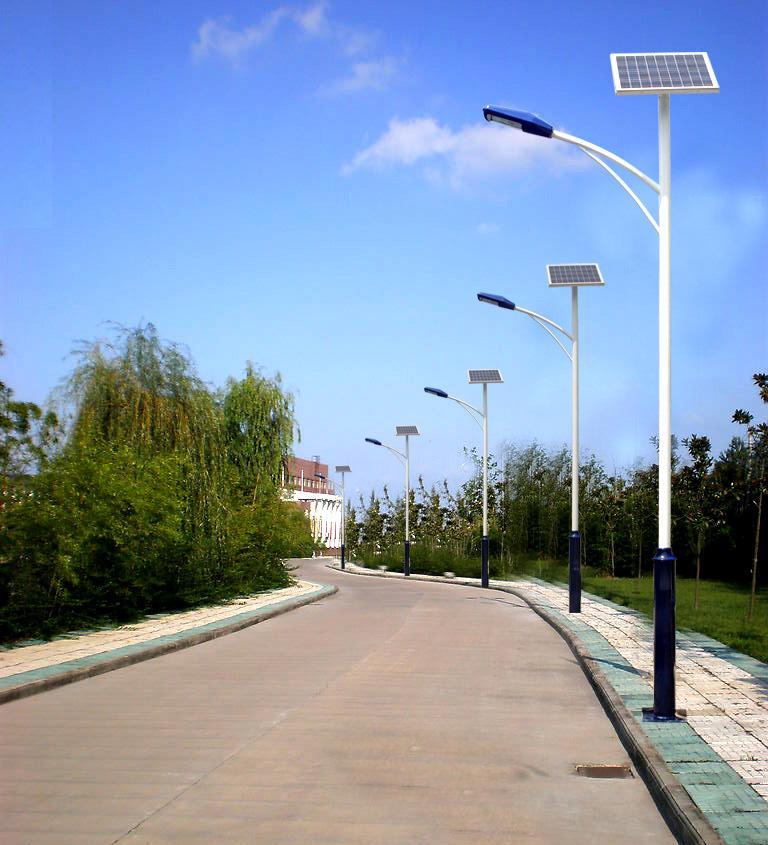 新闻:LED太阳能路灯与普通路灯成本对比