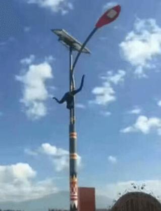 华可路灯厂家发货100套民族风的贵州太阳能led路灯